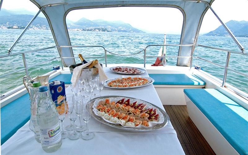 feste a bordo motoscafo con servizio catering