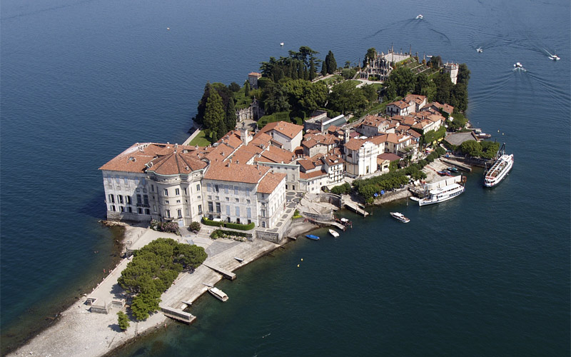 The Borromean Islands, enchanted vessels on Lake Maggiore ... |Isola Bella Island Tour