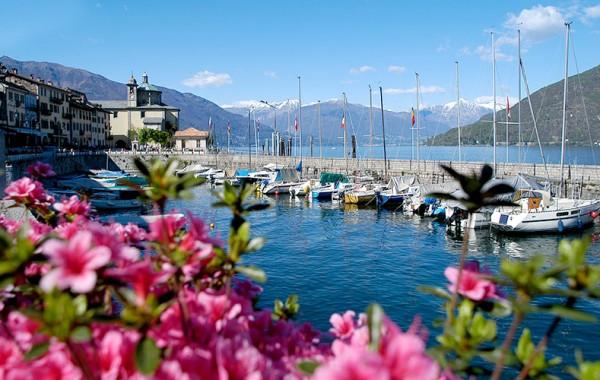 Kreuzfahrt von dem oberen Teil des Lago Maggiore